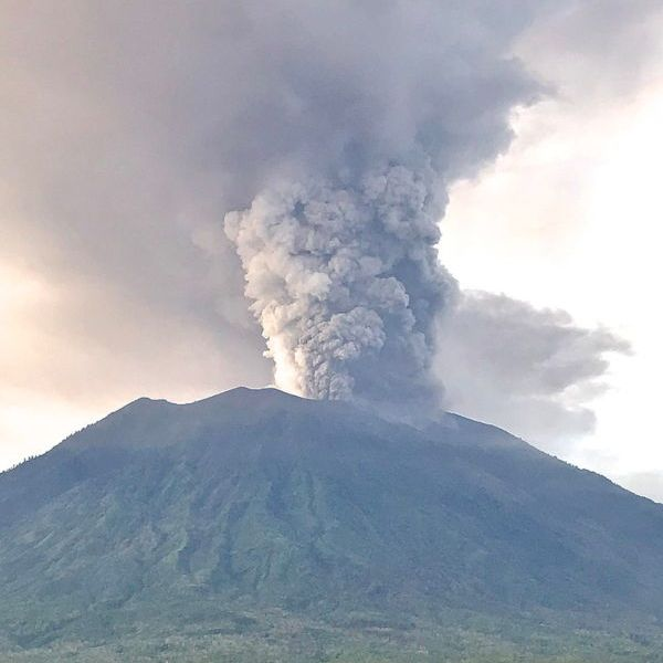 mount-agung-bali-2017-explosion
