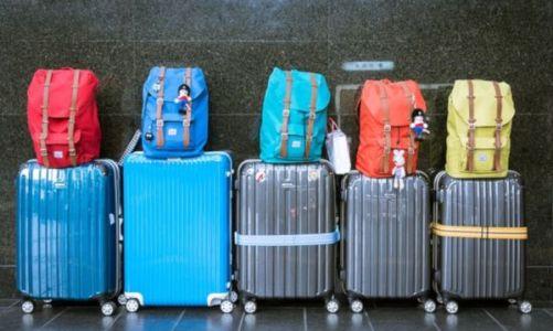 9+1 αντικείμενα που δεν πρέπει να βάλετε στη χειραποσκευή αν ταξιδεύετε με αεροπλάνο