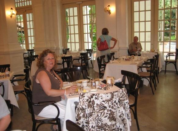 breakfast at raffles