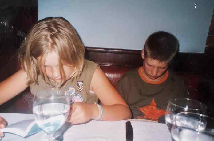 Charlie en broer lezen