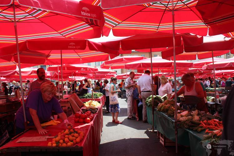 Le marché des fruits et légumes à Zagreb