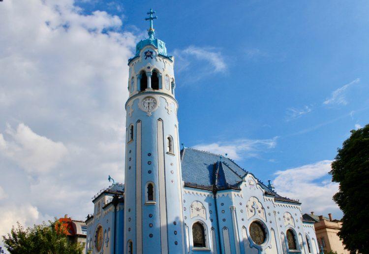 L'église bleue de bratislava de couleur bleue