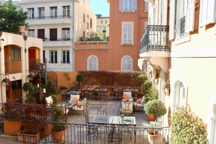 Patio Hôtel Ellington à Nice