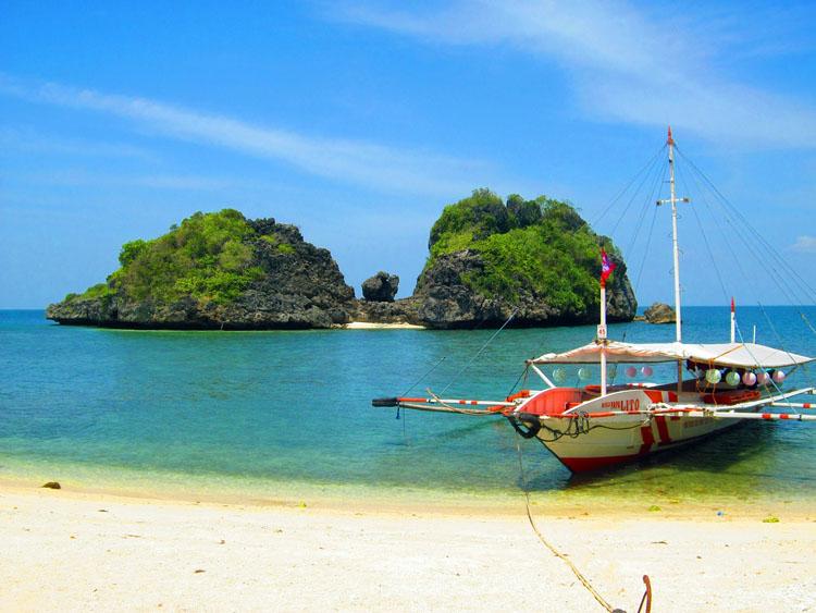 Tatlong Pulo Beach Guimaras