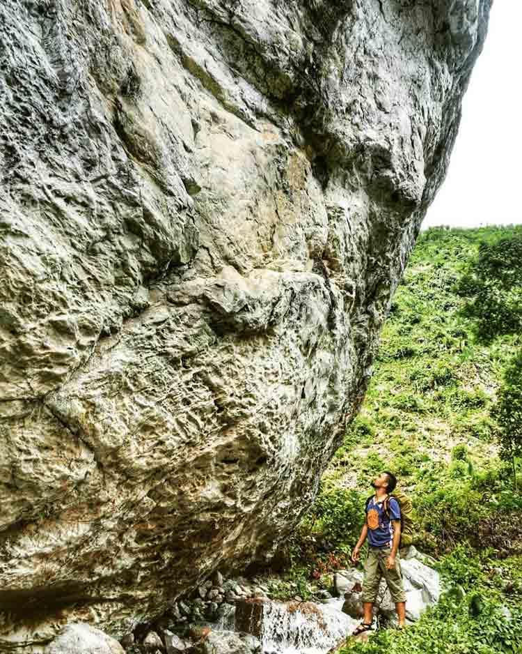 5. Higanteng Bato Agusan del Norte