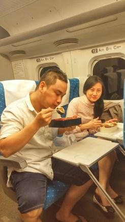 bento di shinkansen menuju ke osaka