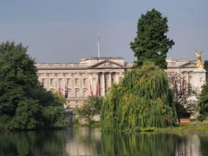 royal London walk buckingham palace london