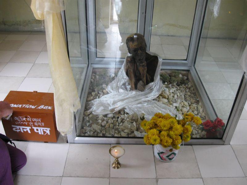 монах в виде мумии