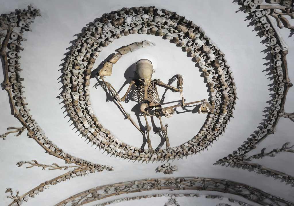 скелет с косой