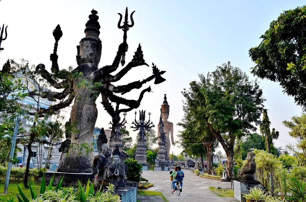 статуи индуистских божеств