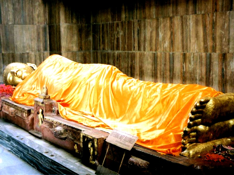 шестиметровая статуя будды