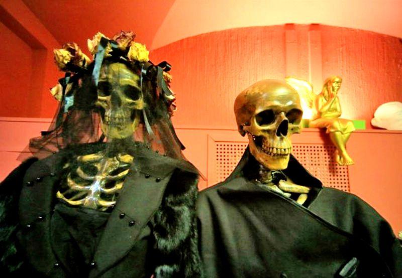 новобрачные скелеты