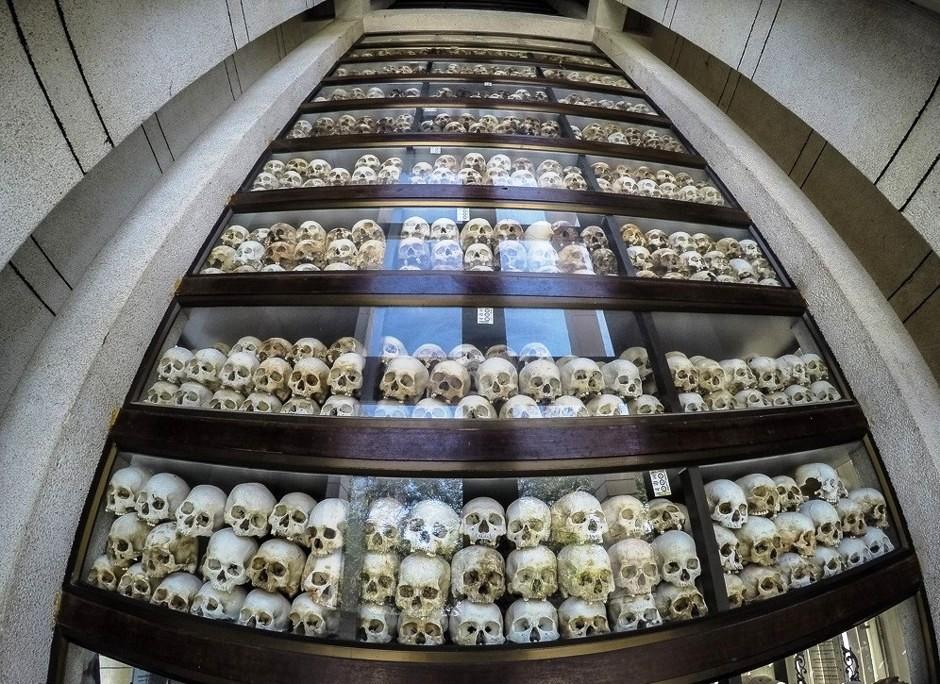 черепа в храме
