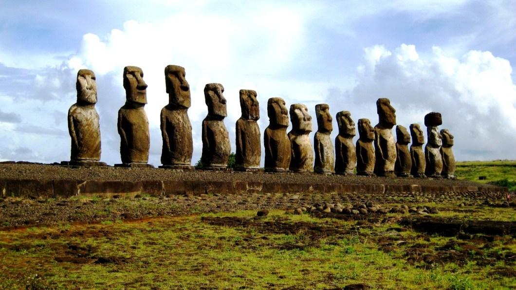 скульптурная композиция моаи