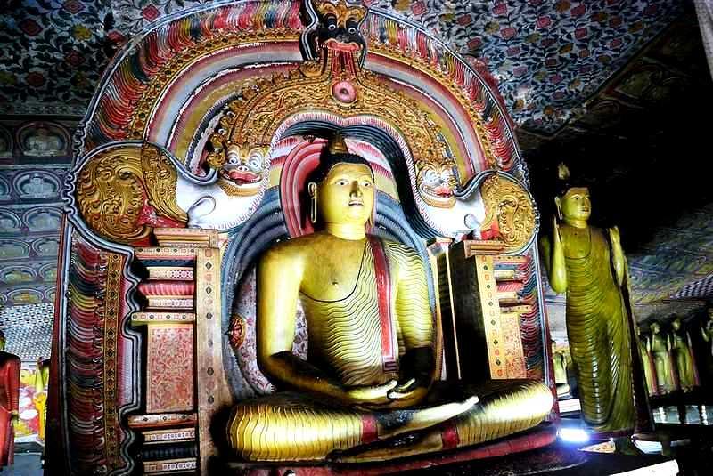 сидящий Будда дамбуллы