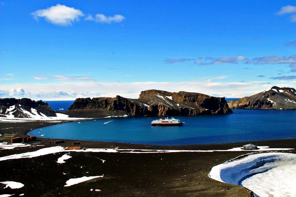 Остров в антарктике