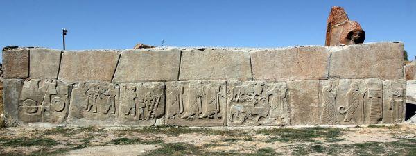 Sphinx Gate and Reliefs in Alacahoyuk.jpg