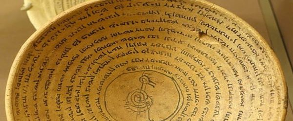 A plate covered with blessed words which believed to be bringing prosperity to the owner
