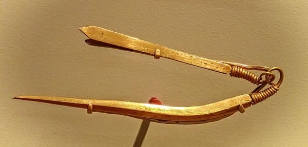 Gold tweezers recovered from the royal cemetery of Ur, Iraq