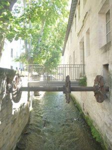 Découvrir la Rue des Teinturiers Avignon