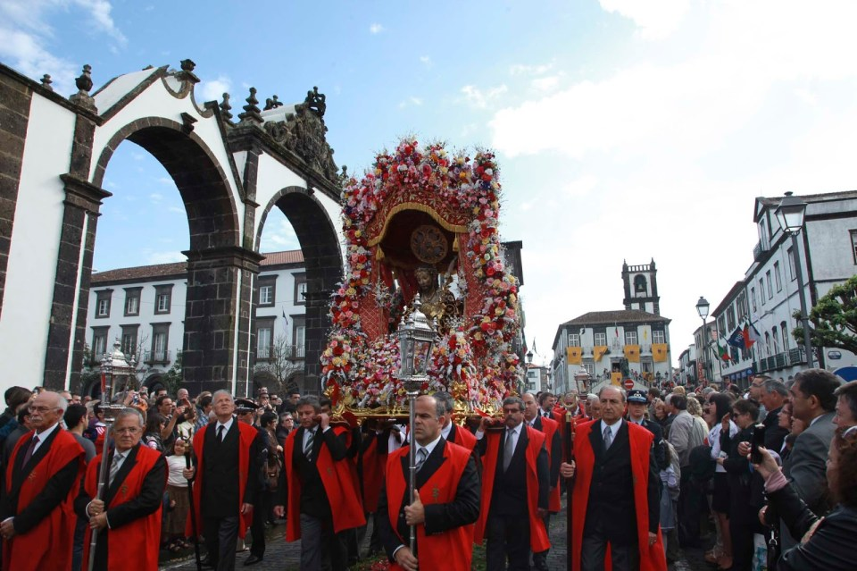 ponta delgada gates of the city festival senhor santo cristo azores
