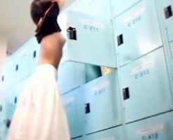【女風呂盗撮動画】清楚な服装をした女子大生が銭湯の更衣室で着替え盗撮中に…幼女が通るハプニングww