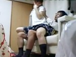 【ロリレイプ盗撮動画】見た目だけではアウト寄りな幼い家出少女を持ち帰ったオッサンが援助ハメ撮り…