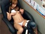 【オナニー盗撮動画】ネカフェで女性向けAVでも視聴しているのか素人ギャルが開脚…指オナ止まらんww