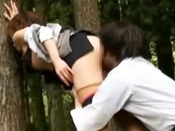 【素人青姦盗撮動画】森林公園で会社の昼休憩を使って野外セックスする欲求不満がハンパないOLを隠し撮りww