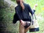 【イタズラ盗撮動画】ブーツ姿に着衣巨乳の素人ギャルを隠し撮り…背後から勢い任せにスカートを強奪ww