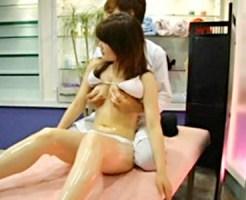 【マッサージ盗撮動画】モデル事務所に所属する女子大生に撮影のご褒美と整体を紹介して美乳を隠し撮り…