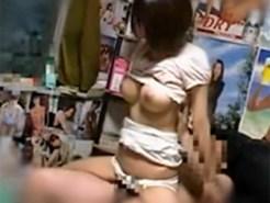 【SEX盗撮動画】気弱で押しに弱いロケット巨乳の19歳ロリ娘…援交で生中を断り切れず全て受け入れる女子ww