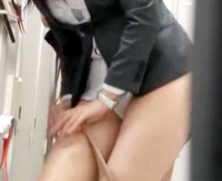 【OL着替え盗撮動画】会社のロッカールームで制服に着替えるパンストがエロい新卒OLを隠し撮りww