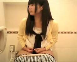 【トイレ隠撮動画】おしっこする素人女子から軟便で気張る可愛い女の子まで行列トイレで隠しカメラ撮りww
