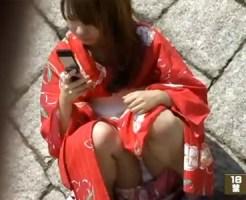 【パンチラ隠撮動画】慣れない浴衣にパンツ丸見えは事故レベルww可愛い浴衣女子の座りパンチラ隠し撮りww