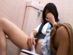 【OLオナニー隠撮動画】ポーチから小型バイブ取り出し会社のトイレで自慰行為するOLを隠しカメラ撮りww