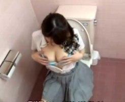【トイレオナニー隠撮動画】休み時間に女子トイレで発育中のオッパイ揉みながら3分でイク女子校生ww
