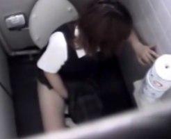 【トイレオナニー隠撮動画】個室トイレで気分悪そうに壁に持たれる女子校生が指オナしてたので隠し撮りww