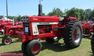 tracteur Farmall 1066