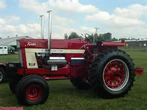 tracteur Farmall 1468