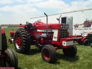 tracteur Farmall 1568