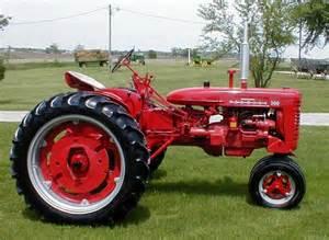 tracteur Farmall 200