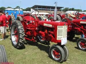 tracteur Farmall 230