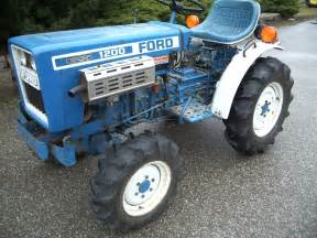 tracteur Ford 1200