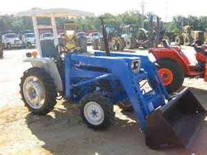 tracteur Ford 1300