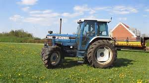 tracteur Ford 7910