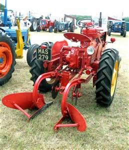 tracteur Massey Ferguson 820