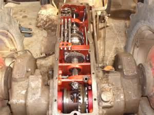 tracteur Massey Ferguson 825