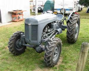 tracteur Massey Ferguson F40