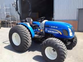 tracteur New Holland BOOMER 25